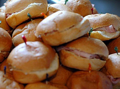 Sandwich TraysOur sandwich trays offer the great taste that only Artist's Way Creations can serve, while providing great value and flexibility.